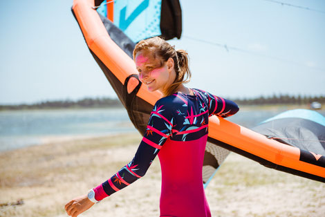 Anita: kiteboarder, vegan, kite mom, beach lover, nutritional scientist. Happy to meet you at our kite camp in Brazil!