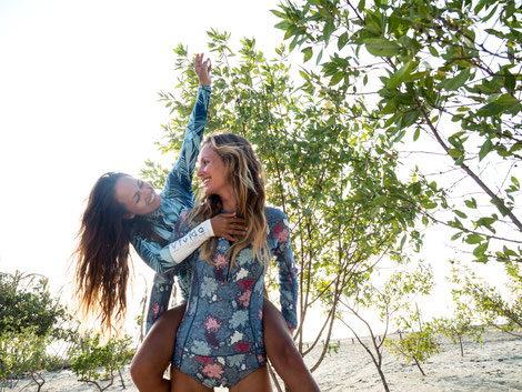 Girl power: supporting each other at our Empowerment and Kite Retreats all over the world. Best kite camp for women!