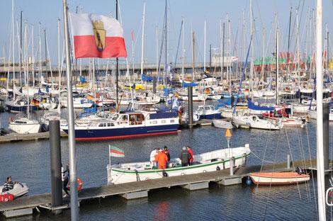 Hafenbetrieb im Sommer