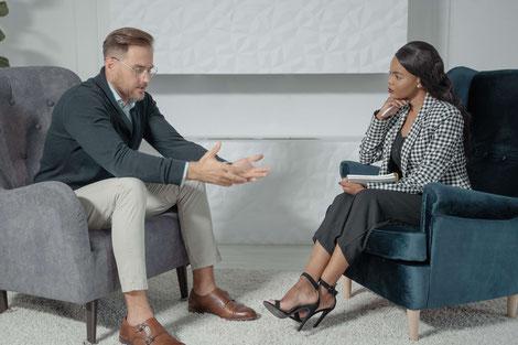MAN TALKING TO WOMAN PSYCHOLOGIST