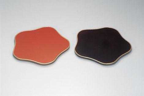 梅の形をした盛皿です 花台や人形台としても面白いのでは・・・