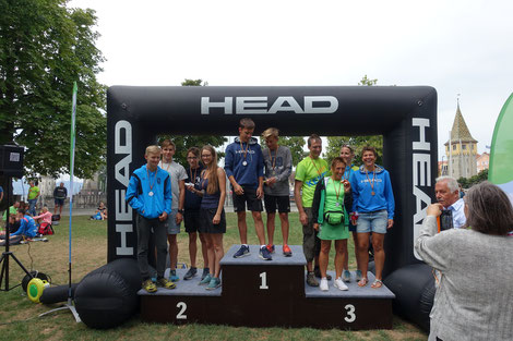 Freude bei den Siegern über die Medaillen bei der Seequerung des TSV Lindau,