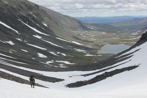 Altschnee in den Bergen, Einsamkeit