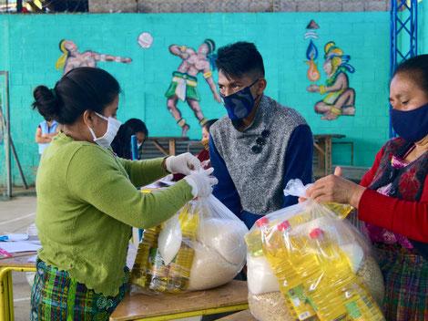 Lebensmittelverteilung bei EDELAC