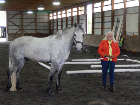 Linda Tellington-Jones TTEAM and TTouch founder with horse