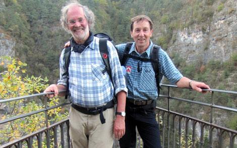 Die zwei Initiatoren des Romedius-Pilgerweges Pfarrer Martin Ferner und Bergwanderführer Hans Staud.