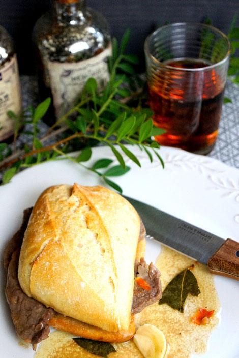 Steakbrötchen in Knoblauchsauce mit Weißwein