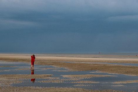 Spaziergänger am Strand von Sankt Peter-Ording