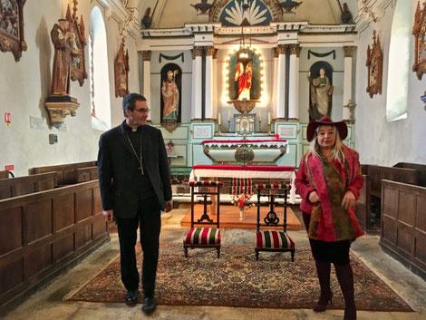Monseigneur Habert et la Maire de St Martin l'Aiguillon Valérie Chesnel