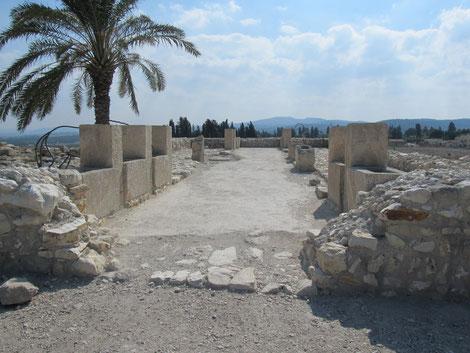 Южные конюшни, 9 век до н.э., период израильского царя Ахава.
