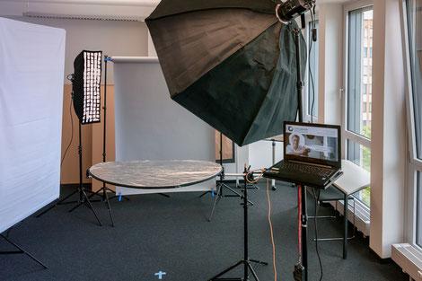Portrait-Set in den Räumen der ATV.