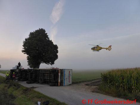Feuerwehr; Blaulicht; FF Großweikersdorf; Unfall; B4; LKW; Umgekippt; Insassen verletzt; Hubschrauber; Christopherus;