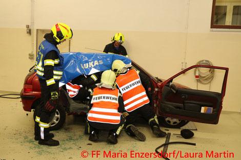 Feuerwehr; Blaulicht; FF Maria Enzersdorf; Übung; Menschenrettung aus KFZ;