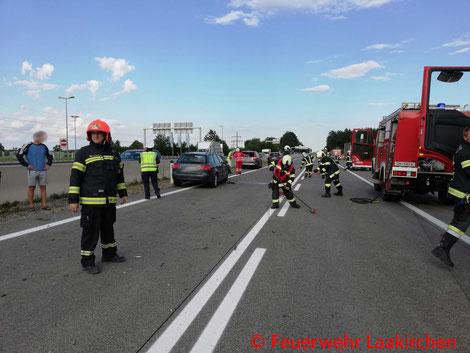 Feuerwehr, Blaulicht, FF Laakirchen, Verkehrsunfall, Auffahrunfall, A1
