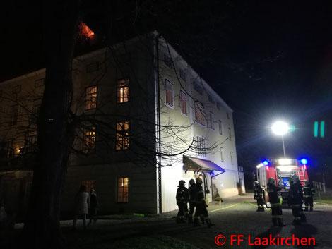 Feuerwehr; Blaulicht; FF Laakirchen; PKW; Unfall; 2 Verletzte;