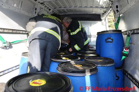 Feuerwehr, Blaulicht, Fahrbahn, Verunreinigung, Maria Enzersdorf