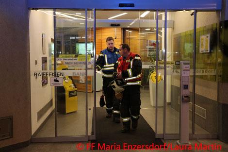 Feuerwehr; Blaulicht; FF Maria Enzersdorf; Tür; Defekt; Kind; Eingeschlossen;