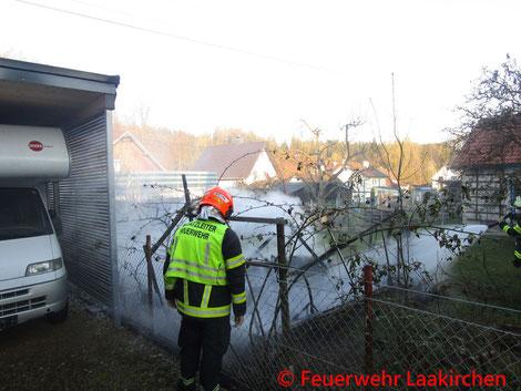Feuerwehr; Blaulicht; FF Laakirchen; Brand; Gartenhütte;