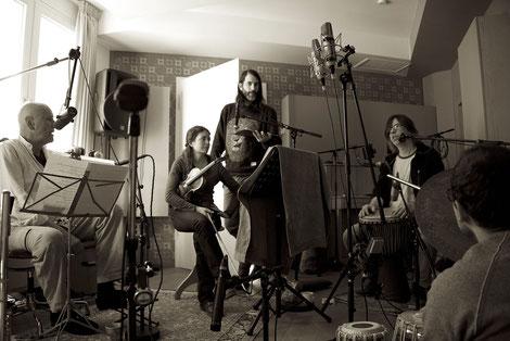 Buddhas Open Heart im Studio von Polaroy; Foto: (c) Charlie Pils / BOH