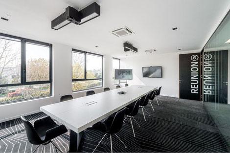 Une salle de réunion après rénovation