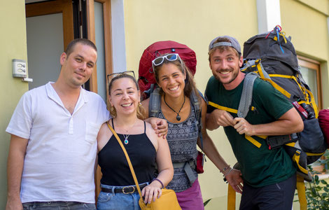 Mehmet, Sinam, Viviane and Bastian in front of their apartment