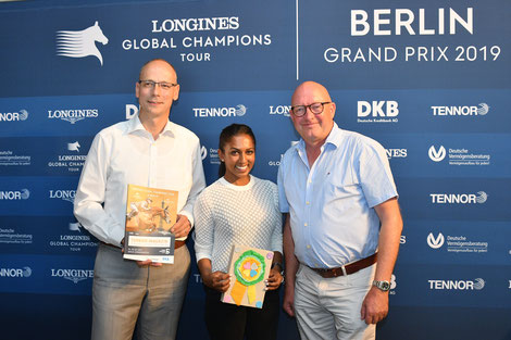 Henrik Hundertmark (DKB) ; Mathilda Karlsson und Volker Wulff freuen sich  Foto: Björn Schroeder
