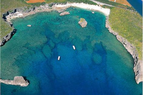 宮古島天然水族館の代表格、下地島カヤッファビーチの空撮写真です