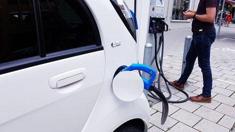 Auch bei Elektroautos zahlt sich ein Versicherungsvergleich aus, wie unsere aktuelle Berechnung zeigt. Bild: (c) pixabay