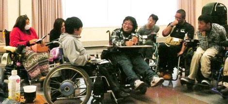 グループで実施している自立生活プログラム集中講座の一コマ