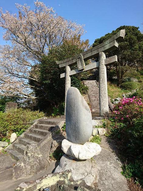 福岡 糸島の子授けと安産の神石を祀る子宝神社。山上憶良が詠んだ万葉集の歌、九州最古の万葉歌碑。