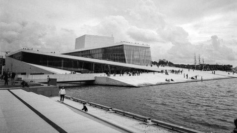 complete building of the oslo opera house