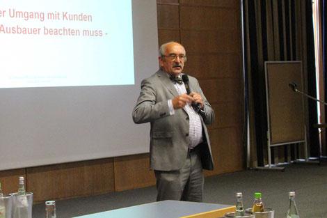 Humorvoll und anschaulich ging der Richter a.D. Prof. Jürgen Ulrich darauf ein, wie sich Betriebe vertraglich besser absichern können.