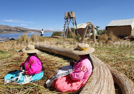 Îles flottantes de Totora Lac Titicaca  Pérou