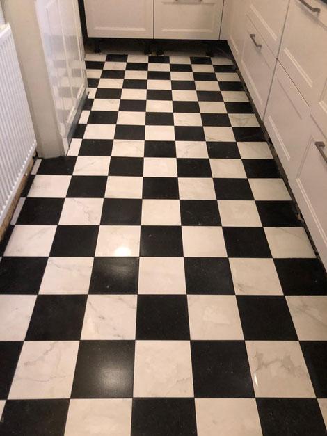 schaakbord-tegels-in-hoogvliet-gelegd-tegel-expert