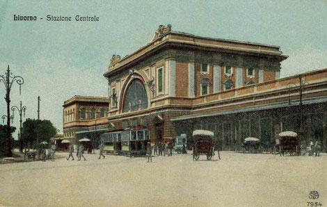 Il tram davanti alla stazione di Livorno Centrale