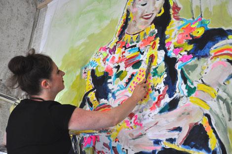 Künstlerin Zoë MacTaggart malt