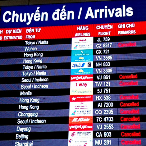 flughafen-airport-saigon-hcm-anzeigetafel-arrivals-ankunft-cancelled-annulliert-storniert-in-corona-covid19