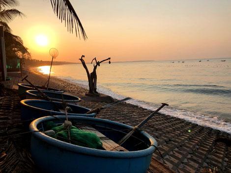 urlaubsstart-vietnm-urlaub-auszeit-reisen-während-in-zeiten-von-virus-corona-covid19-sonnenaufgang am meer