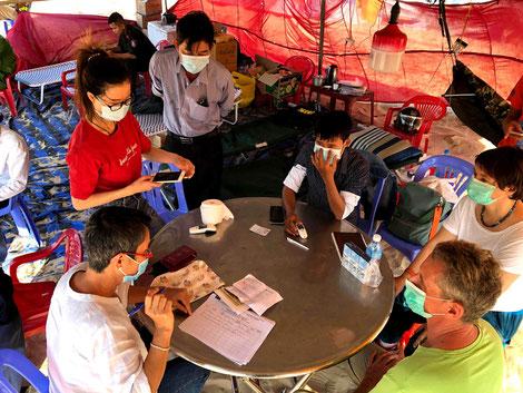 CORONA-Kontrollpunkt-vietnamesische-Gesundheitsbehörde-Polizei-vor-Mui Ne-Phan Thiet