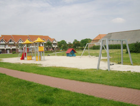 Großer Spielplatz neben dem Dorfplatz