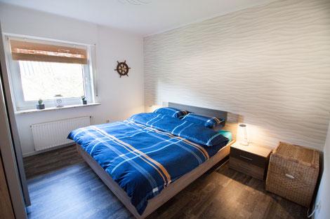 Zweites Schlafzimmer, ebenfalls mit großer durchgehender Matratze