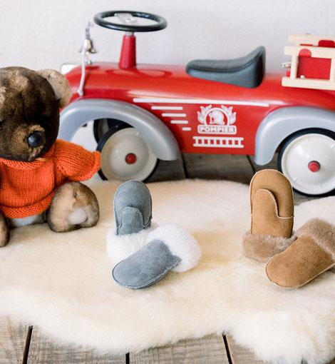 moufles en peau de mouton retournée cuir d'agneau fourré fourrure naturelle de mouton mitaine gant gants moufle enfant marron beige camel gris rose fille garçon