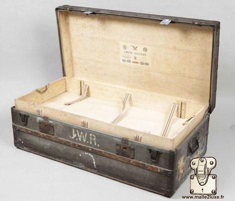 Malle explorateur Louis Vuitton record prix de vente en 2012 collection cote scribe zinc JWR