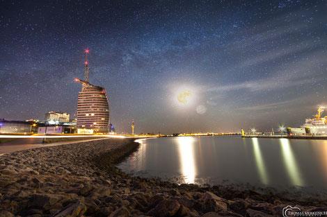 Skyline Bremerhaven mit Sail-City Hotel
