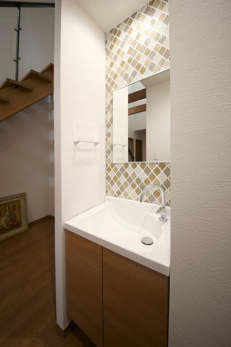 M様邸玄関ホールから直行できる手洗い