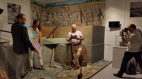 Alfred Schmidt, Sonja Kleine und Heinrich Mendelin posieren für ein Pressefoto