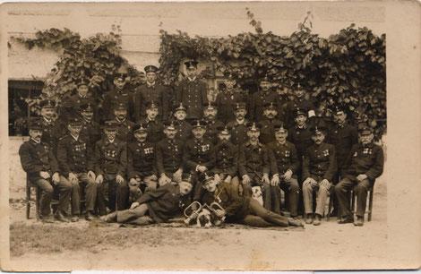 Foto: Mannschaft vor dem Gasthaus Stehrer von 1920