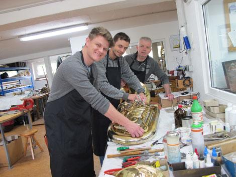 Drei Monate waren Cleiton Luan Fruhauf und Rafael Pagung aus Brasilien bei Karl Scherzer, um etwas über die Reparatur von Blechblasinstrumenten zu lernen.