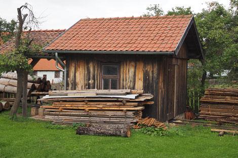 Das Sägegatter stammt aus einer ortsansässigen Tischlerei und war noch bis Anfang der 90er Jahre in Betreib