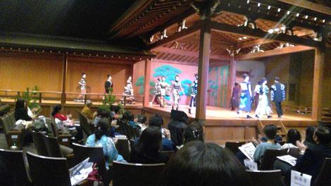 東京都文京区の宝生能楽堂の舞台にて